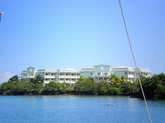 Grand Palladium Jamaica Resort & Spa: View of resort from sailing cruise