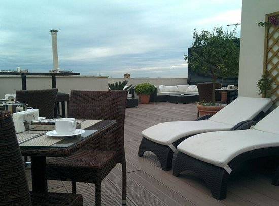 The Independent Hotel: Roof top terrace
