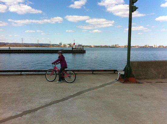 Burlington Waterfront Trail: Cycling Waterfront Trail