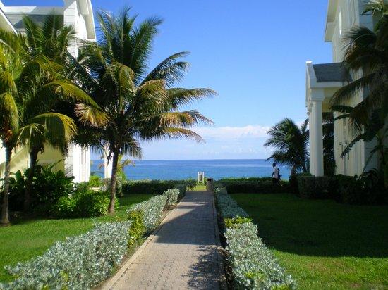 Grand Palladium Jamaica Resort & Spa: View of beach