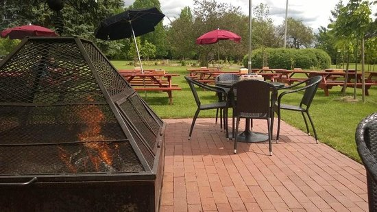 McMenamins Grand Lodge: Pat's - Sit by the fire and enjoy your meal and drinks!