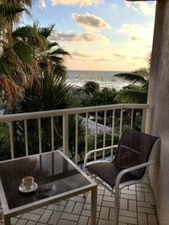 Four Seasons Resort, Palm Beach: View from room to ocean