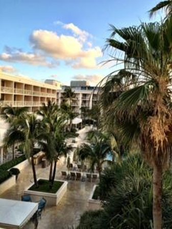 Four Seasons Resort, Palm Beach: View from room to court yard