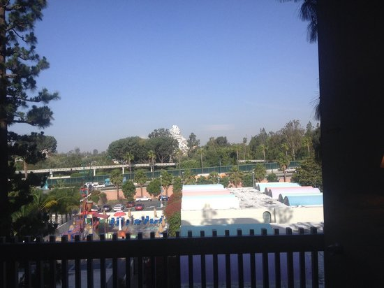 Howard Johnson Anaheim Hotel and Water Playground : A view from the tower rooms