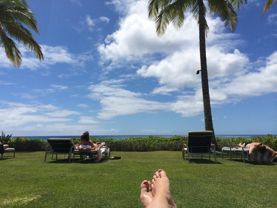 Koa Kea Hotel & Resort: View from relaxing on the lawn chairs!