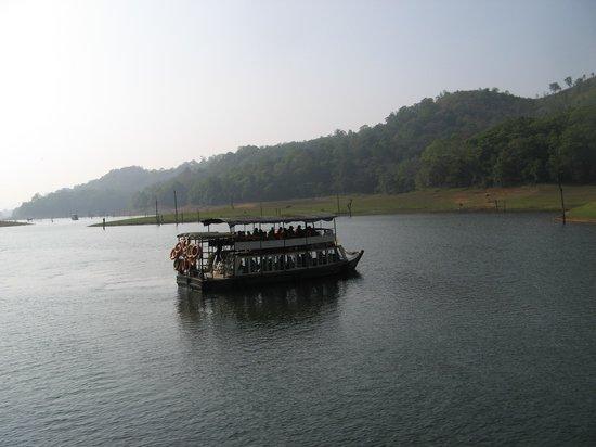 Aranya Nivas KTDC: Early morning on the lake
