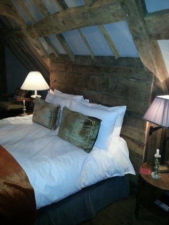 Bell Inn Ticehurst: Fabulous bed so comfy