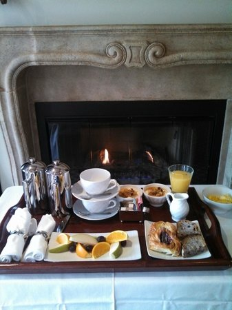 Hotel Les Mars, Relais & Chateaux: Breakfast each morning in room