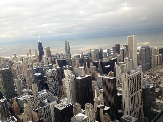 Skydeck Chicago - Willis Tower: view of willis tower - cloudy day
