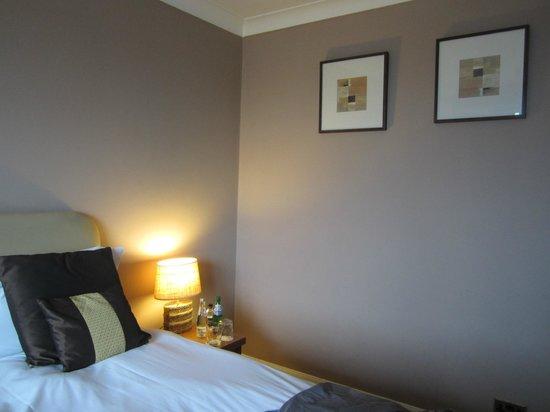 Rags Hotel, Bar & Restaurant: bedroom