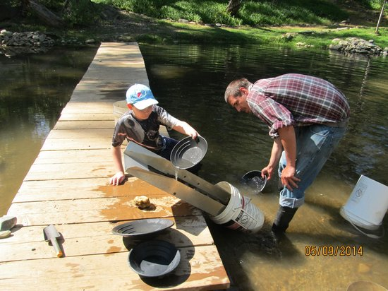 Gold Prospecting Adventures : Our excellent guide Dustin