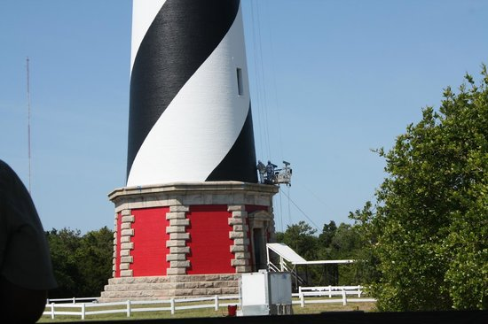 Cape Hatteras Lighthouse : The painters working on the lighthouse