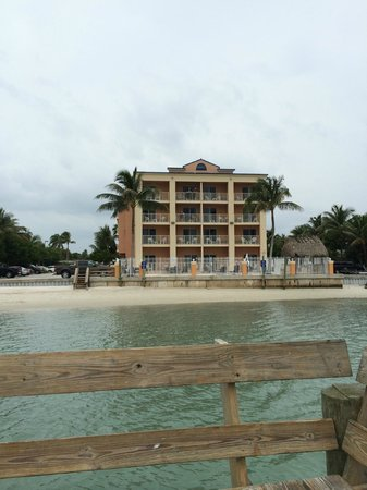Hutchinson Island Plaza Hotel and Suites : View of the hotel from the dock