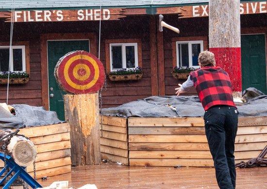 Great Alaskan Lumberjack Show: Axe Throwing