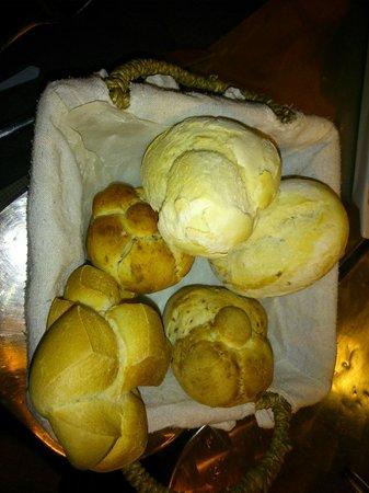 Cesta de pan de La Cuchara de San Lorenzo