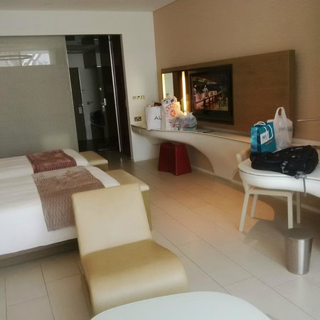 Yas Viceroy Abu Dhabi: In the room