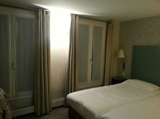 Passy Eiffel Hotel : habitación