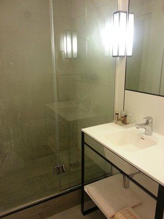 Passy Eiffel Hotel: baño