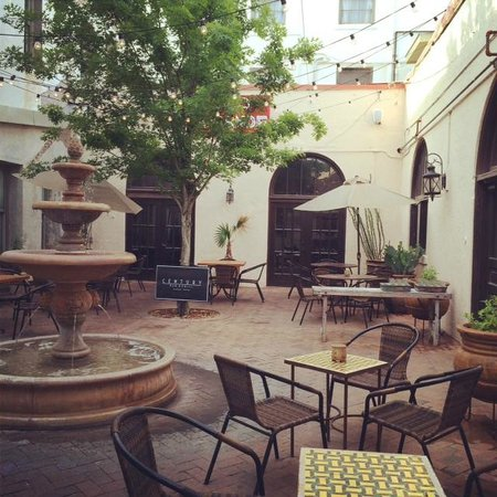 Alpine Guest Lodging : Courtyard at Holland Hotel