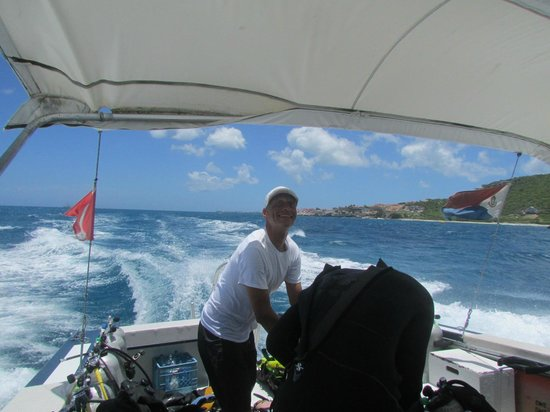 Dive Adventures : Demian working the dive gear