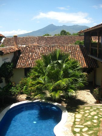 Hotel Patio del Malinche : Pool area - view from 2nd floor balcony