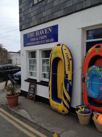 The Haven Takeaway: Outside of shop. Real close to beach too!
