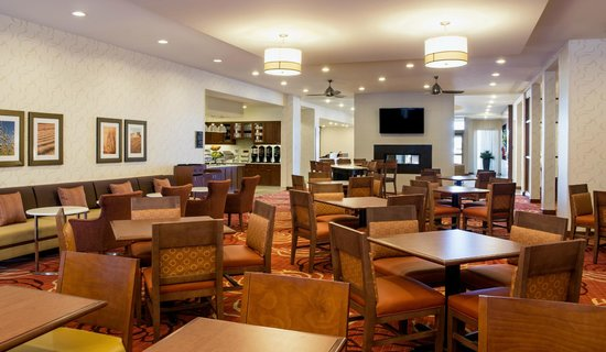 Homewood Suites by Hilton Winnipeg Airport-Polo Park, MB: Lodge serving Free Hot Breakfast and free evening meals