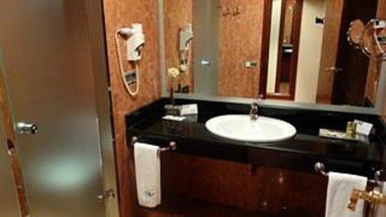 Eurostars Las Claras: salle de bains