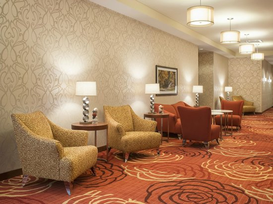 Homewood Suites by Hilton Winnipeg Airport-Polo Park, MB: Comfortable function area