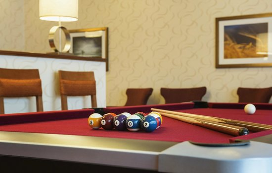 Homewood Suites by Hilton Winnipeg Airport-Polo Park, MB: Enjoy time with friends playing pool in the lodge