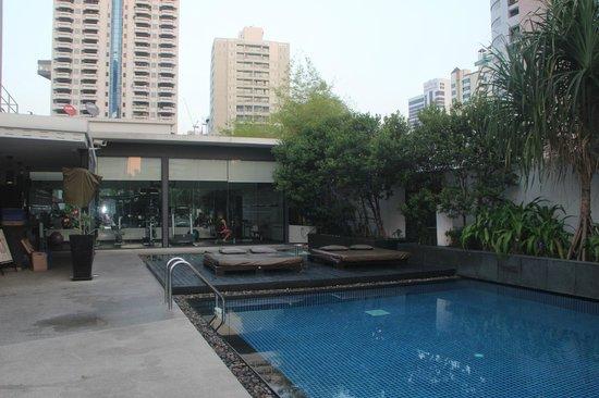Park Plaza Bangkok Soi 18: La piscine, le jacuzzi, la salle de sport