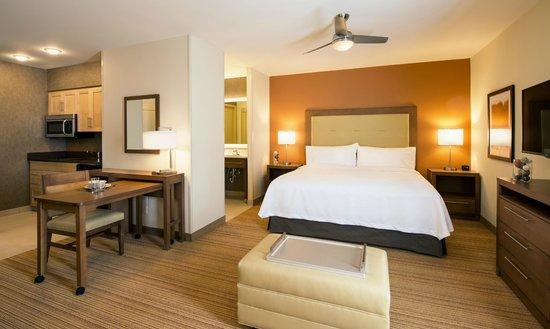 Homewood Suites by Hilton Winnipeg Airport-Polo Park, MB: Studio King Suite