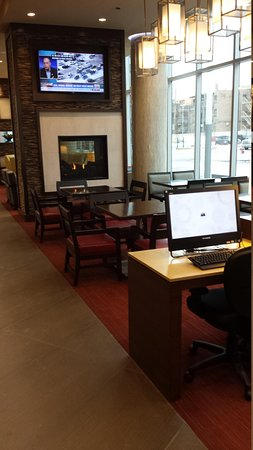 Hyatt Place Chicago-South/University Medical Center: Hotel Lobby Computers Area