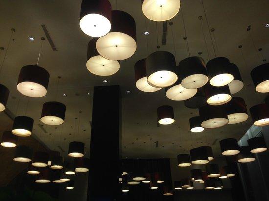 Hotel Santika Premiere Dyandra: Interesting ceiling lamps