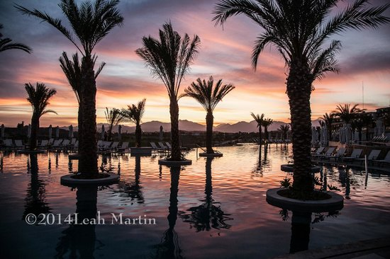 Secrets Puerto Los Cabos Golf & Spa Resort: Sunset over the pool