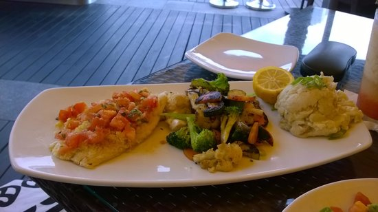 California Pizza Kitchen: Fish with lovely mashed potatoes
