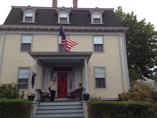 Yankee Peddler Inn: Yankee Peddlar Inn, Newport RI.
