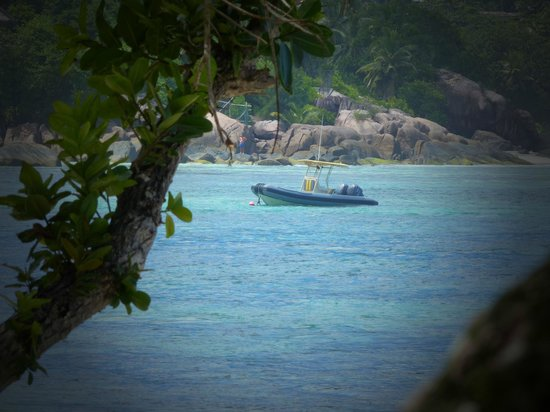 Kempinski Seychelles Resort: Blick vom Strand in die Bucht