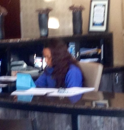 Best Western Plus Bayside Hotel: Distracted attendant with an attitude