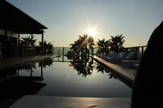 Renaissance Barcelona Fira Hotel: Rooftop pool and bar