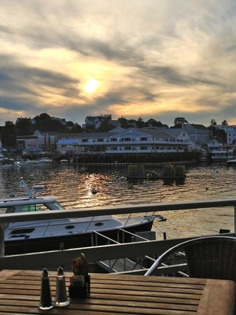 Rocktide Inn & Restaurant : Rocktide at Sunset