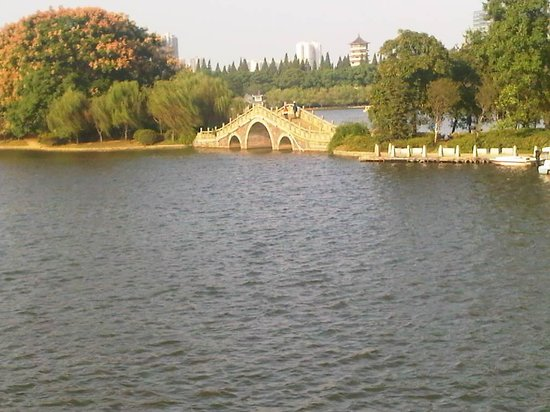 Martyr's Park: The small arched bridge at the island.