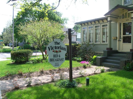 Victorian Bed & Breakfast : B&B sign