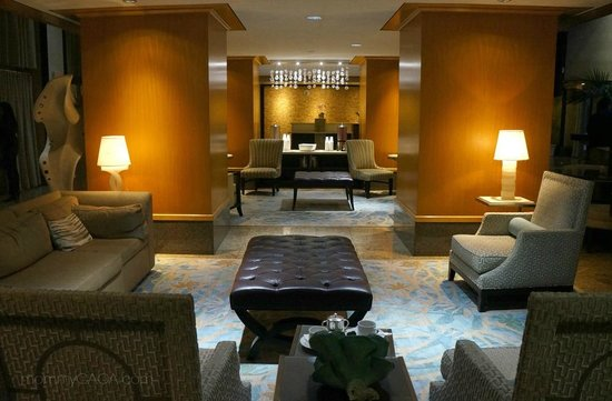 JW Marriott Santa Monica Le Merigot : The lobby