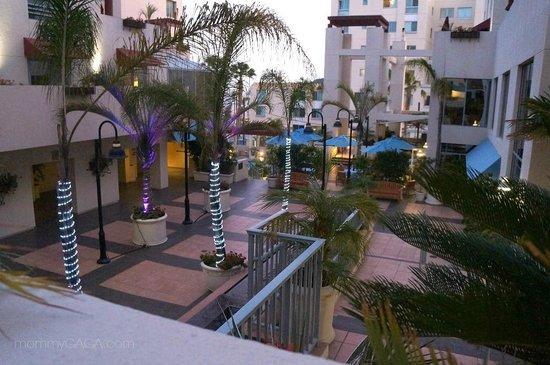 JW Marriott Santa Monica Le Merigot : The inside of the hotel