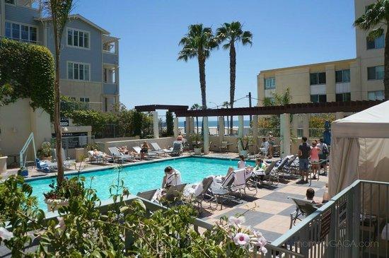 JW Marriott Santa Monica Le Merigot : The pool area