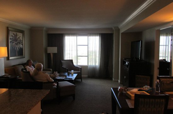 Hilton Grand Vacations on Paradise (Convention Center): Central living room Bdrm's L & R