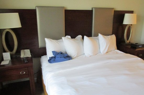 Hilton Grand Vacations on Paradise (Convention Center): Comfortable Beds & 4 pillos too!