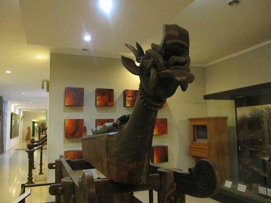 Medan, Indonesia: patung kayu