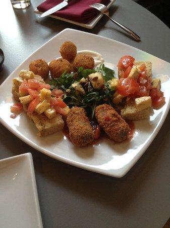 Credo Restaurant: Mezzi sharing starter, lovely blue cheese starter!